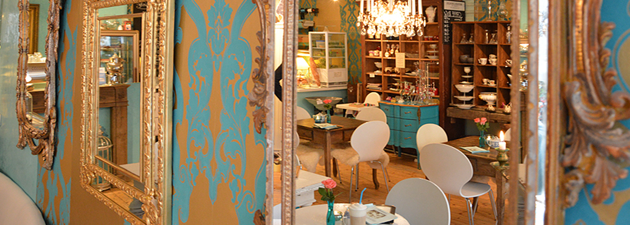 Café im Süden - Innenansicht des Cafés - Wände und Spiegel